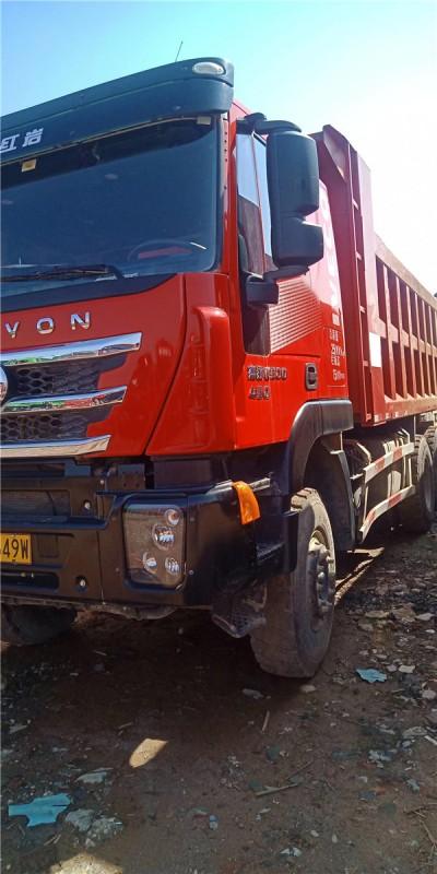四臺年前上場的杰獅430馬力,聲配置一年半車齡,底十四邊十二,車廂6.2米,海沃紅頂